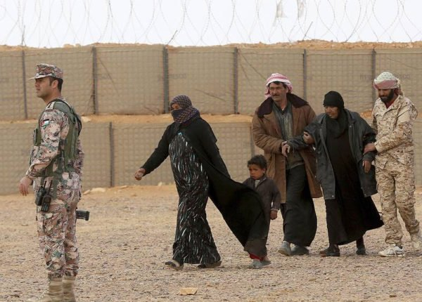 Displaced-Syrians-forced-to-return-to-Assad-held-areas-from-Rukban-facing